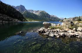 Illinois man identified as hiker found dead near mystic lake in