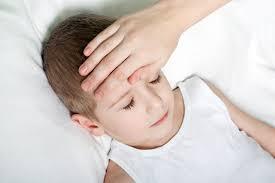 mama dormida mientras que su hijo se la coge debes despertar a tu hijo cuando tiene fiebre para darle un remedio