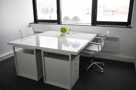 bureau carré ou 2 bureaux de 15 m avec deux postes
