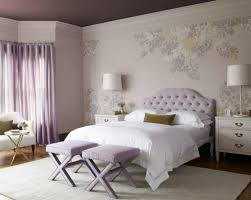 chambre couleur lilas chambre à coucher adulte en couleur lilas avec tête de lit