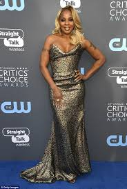 mary j blige hairstyle with sam smith wig mary j blige glows at critics choice awards on birthday daily
