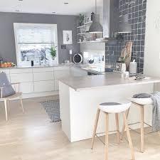 cuisines scandinaves cuisine blanche et grise dans un esprit et moderne décoration