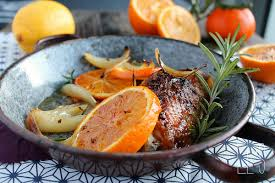 comment cuisiner des cuisses de pintade cuisse de pintade rôtie à l orange oignon et romarin aime mange