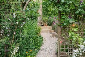 Garden With Trellis Image Perennial Bed With Trellis In A Backyard Garden 473272