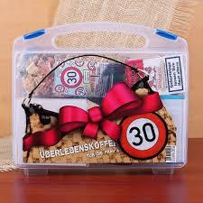 lustige sprüche zum 30 geburtstag frau koffer zum 30 geburtstag für frauen gefüllt mit 8 lustige geschenken