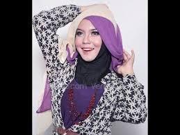 tutorial jilbab dua jilbab cara memakai jilbab hijab dua warna untuk wisuda 5 menit https