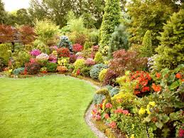 Pretty Garden Ideas Interesting Design Flower Bed Ideas With Notched Shape Garden