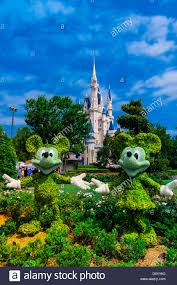Disney World Map Magic Kingdom by Mickey And Minnie Mouse Topiaries Magic Kingdom Walt Disney