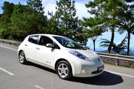 nissan renault electric vehicle face off nissan leaf vs renault zoe comos