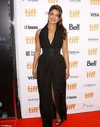 Vanity Fair Canada Priyanka Chopra Slams Vanity Fair Meghan Markle Article Daily