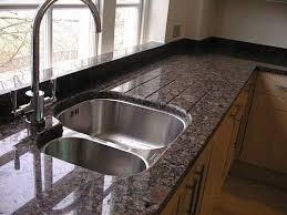 granit cuisine plan de travail cuisine en granit et quartz à 54
