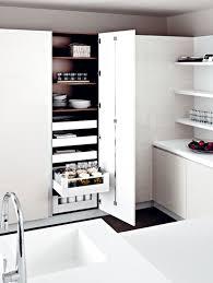 colonne d angle cuisine des rangements pour une cuisine fonctionnelle inspiration cuisine