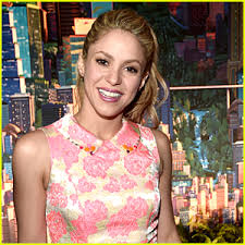 what color is shakira s hair 2015 shakira debuts new fiery red hair see the photo shakira