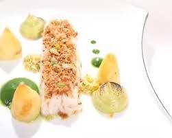 cuisiner le lieu jaune recette lieu jaune confit croustillant mandarine et ail coulis de
