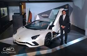 lamborghini aventador features lamborghini aventador s launched at rs 5 01 crore