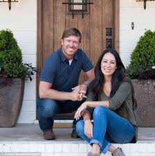 Fixer Upper Couple Chip And Joanna Announce Spin Off Daily Mail