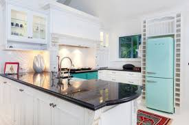 guide to painting kitchen cabinets hipages com au either way there are some things you need to know so read this quick guide to painting kitchen cabinets before you get started