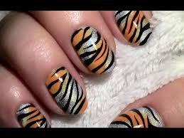 nagellack designs holo tiger muster nageldesign mit nagellack für kurze nägel