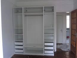 placard encastrable chambre placard encastrable chambre un placard plein de vatements dans une