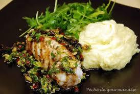 cuisiner la lotte à la poele lotte grillée ou rôtie sauce aux olives noires et purée au citron d