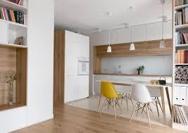 parquet flottant dans cuisine cuisine moderne bois chêne chaises vintage armoire rangement parquet