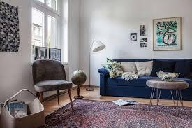autour d un canapé un salon à la déco intemporelle et douce construite autour d un