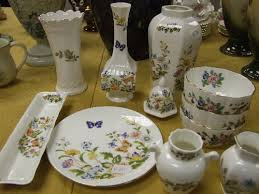 Aynsley China Vase 1818 Auctioneers A Selection Of Aynsley Vases Etc In The Cottage