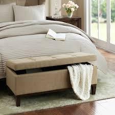 coffre de chambre couleur d une chambre adulte 11 bout de lit coffre un meuble de
