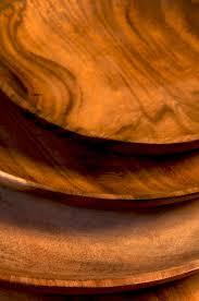 assiettes en bois lot de quatre assiettes plates en bois d u0027acacia la boutique