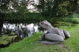 sculpture common frog steel outsideoutdoors garden yard