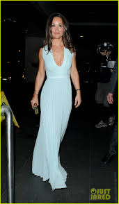 pippa middleton shows off her curves in an evening dress photo