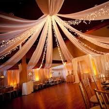 deco salle mariage une tenture blanche pour un mariage somptueux faites de votre