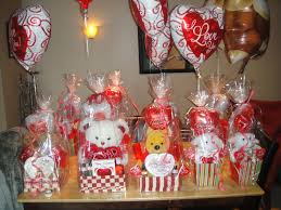 Halloween Candy Gift Baskets by Best 20 Valentine Gift Baskets Ideas On Pinterest Graduation
