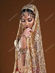 robe de mariã e indienne femme en robe de mariée indienne photo 18741875