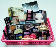 makeup gift baskets 14 ramos de maquillaje que con los que seguro perdonarías a tu