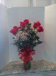 Arranging Roses In Vase Dozen Red Roses Beautifully Arrainged In A Glass Vase In Fulton