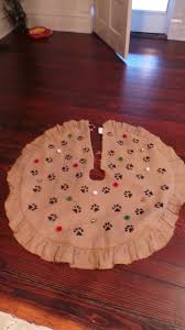 paw print christmas tree skirt how to at www therescuemama com