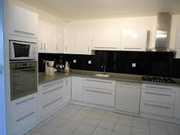 cuisine blanche brillante cuisines modernes laqué blanc brillant plan acrylique