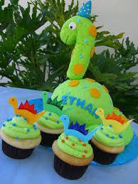 dinosaur cupcakes dinosaur cake with cupcakes