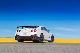 nissan gtr nismo 2017 top speed 2015 chevrolet corvette z06 vs 2015 nissan gt r nismo comparison