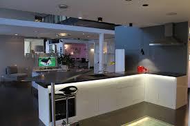 domotique cuisine utilisation de bandes led dans la cuisine pour un éclairage indirect