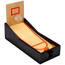 mini panier de basket de bureau qui veut un panier de basket dans entreprise