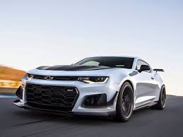 newest camaro drops a 650 hp track tuned bomb with the camaro zl1 1le