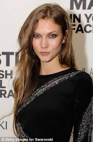 karlie kloss hair color pictured the moment karlie kloss s long hair was chopped off on