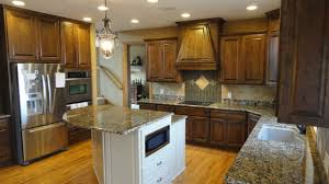 pictures of wood stained kitchen cabinets cherry stained kitchen cabinets poplar in the kitchen
