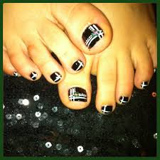 toe nail art design freehand black and white with a cute flower