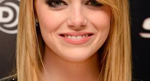 shoulder length hair feathered on the sides the sides shoulder length hair with feathered bangs emma stone39s feather