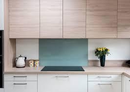 decoration de cuisine en bois deco cuisine blanche et bois cuisine chic et classique en noir et