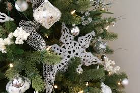 remodelaholic wintry white and silver christmas tree from the