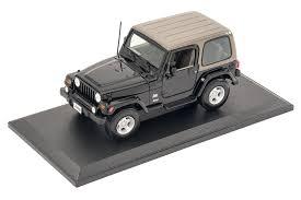 jeep sahara maroon maisto 1 18 scale jeep wrangler sahara edition model toy quadratec